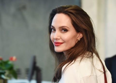 Star Radio - Angelina Jolie Dievakuasi karena Bom di Lokasi Syuting The Eternals