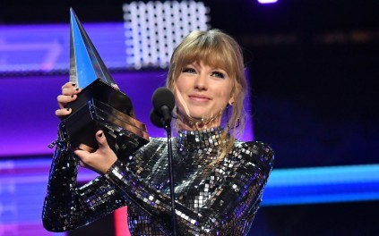 Star Radio - taylor-swift-artist-of-the-year-versi-american-music-awards-2019