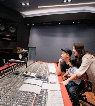 Star Radio - Glenn Alinskie dan Chelsea Olivia Produseri Girlband K-Pop
