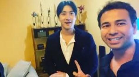 Star Radio - choi-siwon-berkenjung-ke-rumah-rafi-ahmad-dengan-berpakaian-sederhana