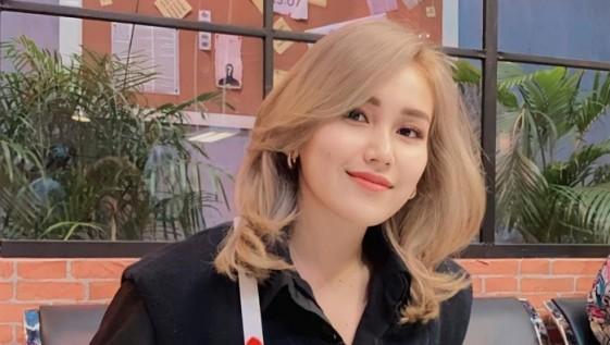 Star Radio - Menghebohkan, Penampilan Ayu Ting Ting dari Rambut Hingga Tas Mirip Cha Eun Woo