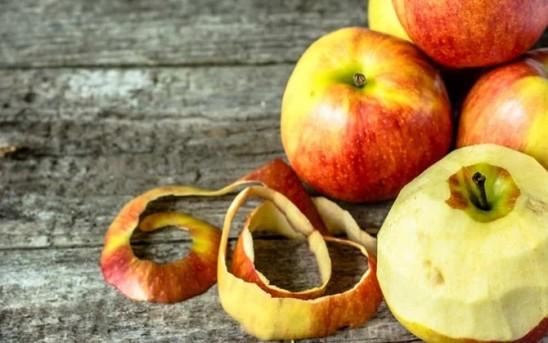 Star Radio - Makan Apel Lebih Sehat Dikupas Kulitnya atau Tidak? Ini Jawabannya