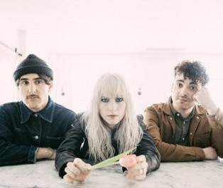 "Star Radio - Paramore Rilis Artwork Untuk Album Baru, ""After Laughter"""
